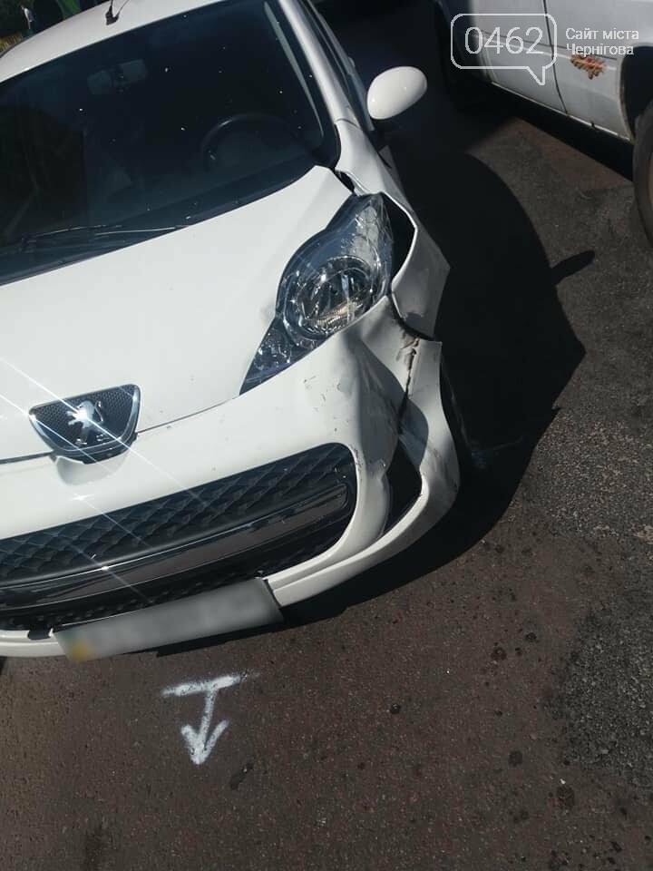 Патрульные в ДТП: Toyota полицейских и Peugeot гражданских столкнулись, фото-2