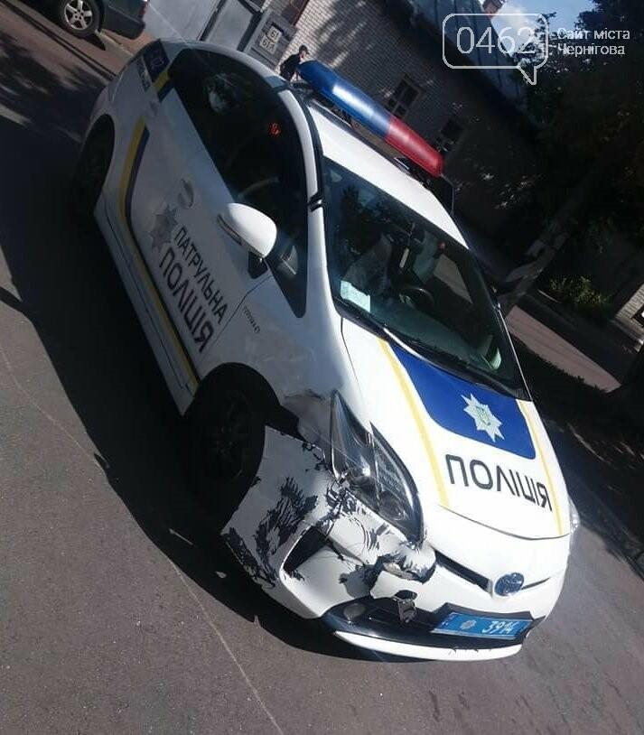 Патрульные в ДТП: Toyota полицейских и Peugeot гражданских столкнулись, фото-1