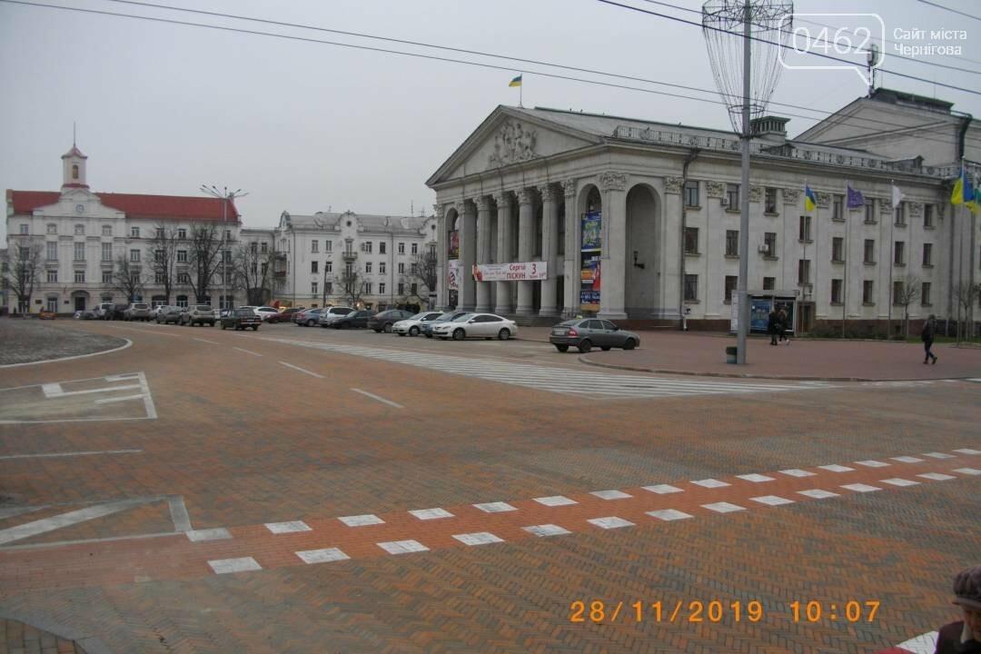Паркуватися перед театром в Чернігові не заборонили, фото-1