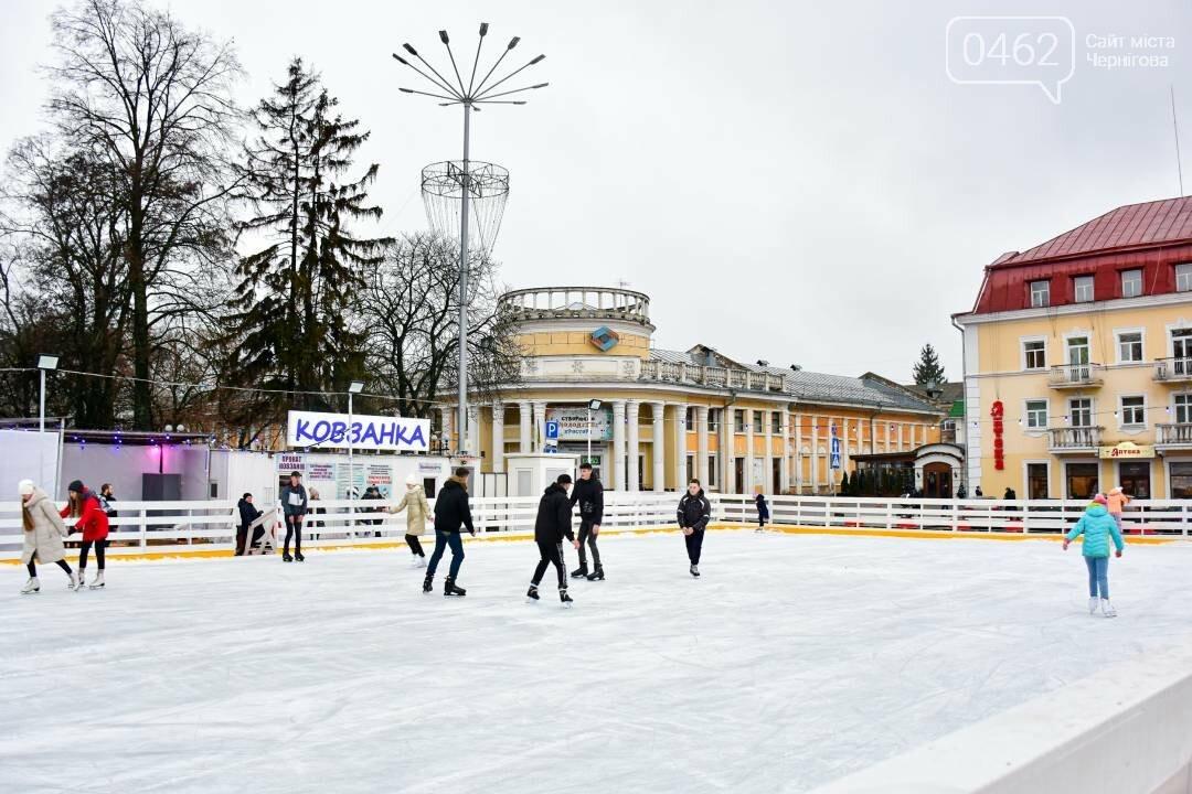 У Чернігові на Красній площі свою роботу розпочала міська ковзанка, фото-5
