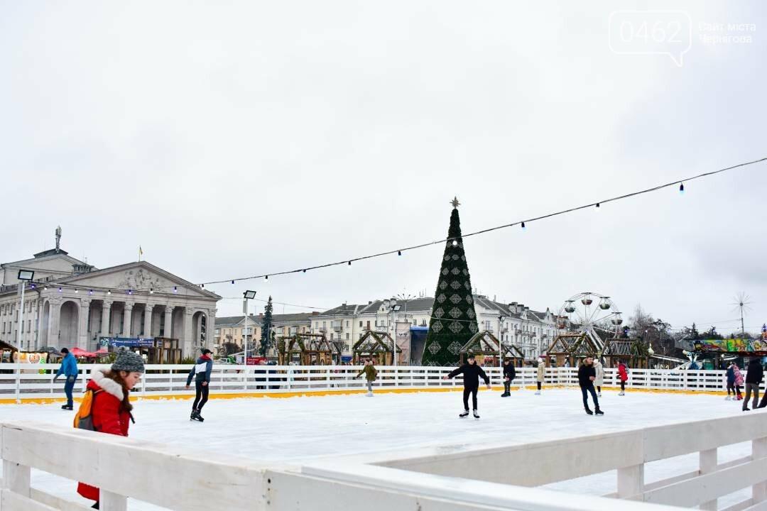 У Чернігові на Красній площі свою роботу розпочала міська ковзанка, фото-3