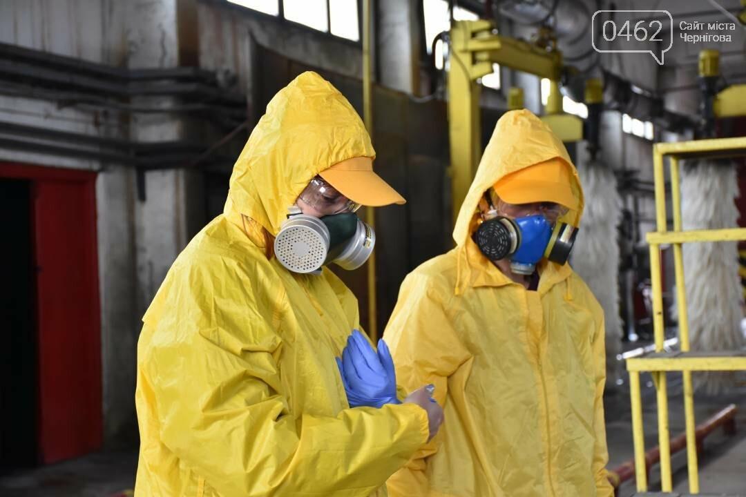 Коронавірусу - бій: у Чернігові  розпочали дезинфекцію громадського транспорту, фото-2
