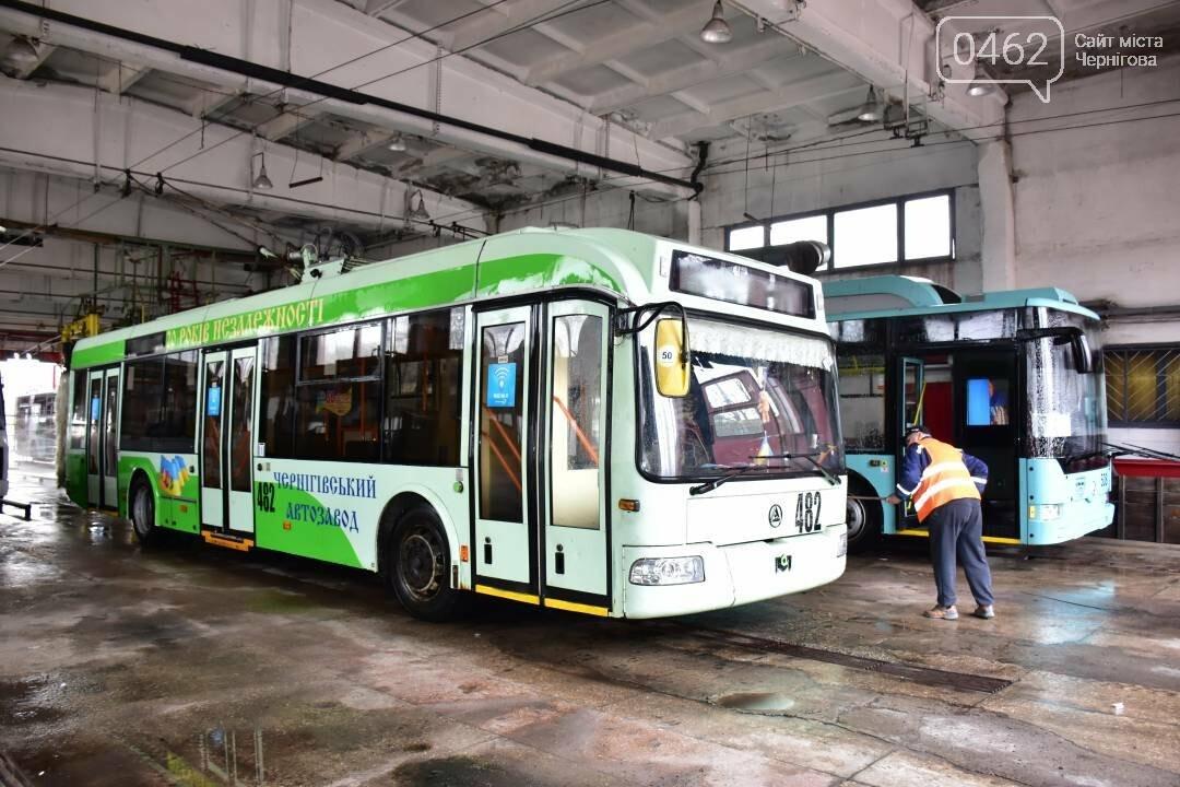 Коронавірусу - бій: у Чернігові  розпочали дезинфекцію громадського транспорту, фото-10