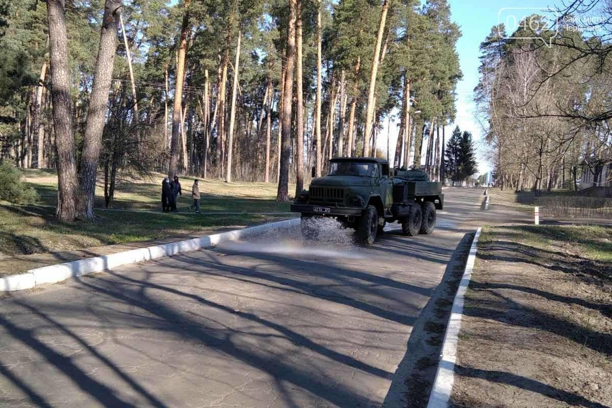 Дезінфекція вулиць. В Чернігівській області вже почали поливати дороги, фото-5