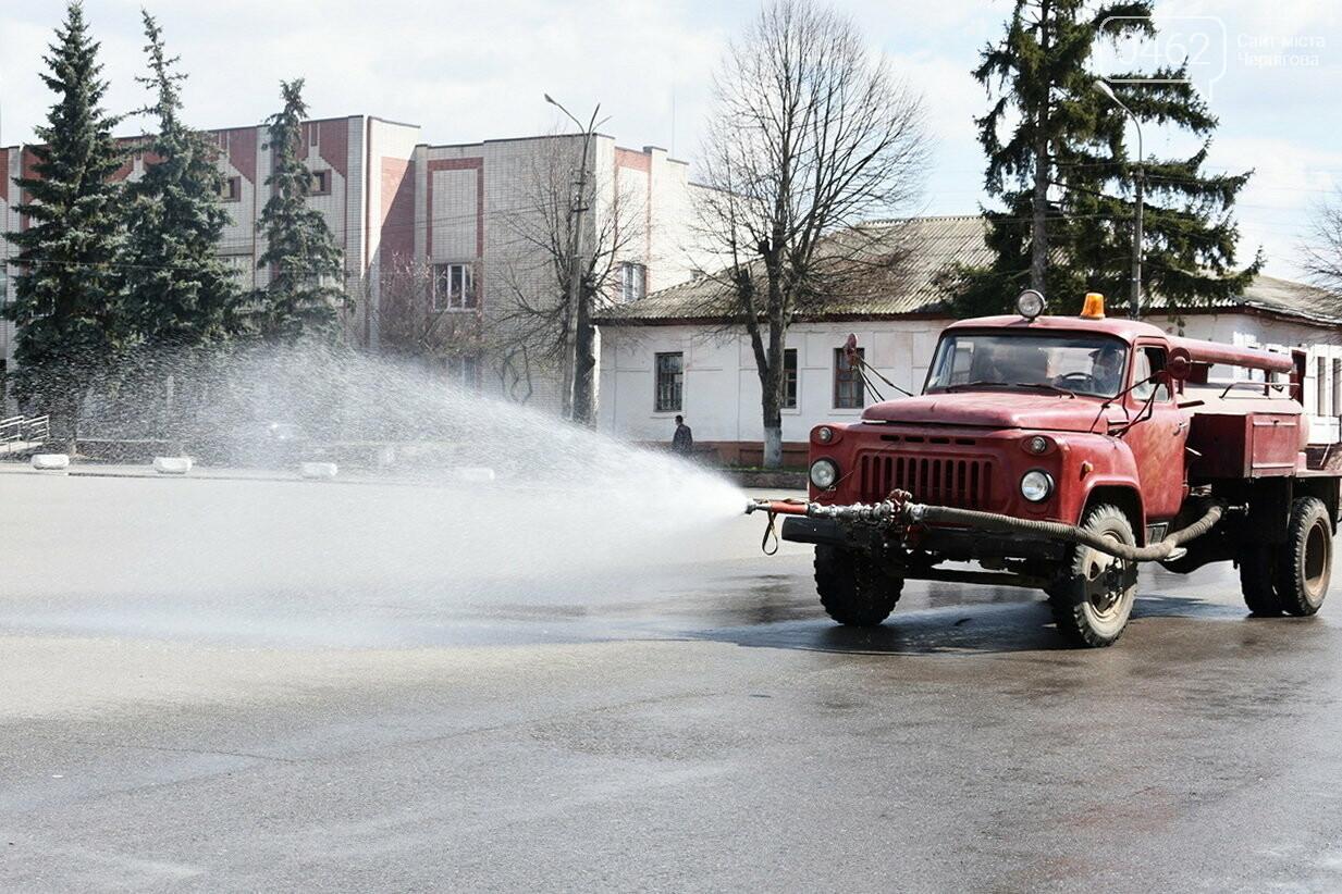 Дезінфекція вулиць. В Чернігівській області вже почали поливати дороги, фото-1