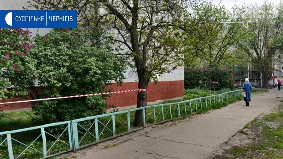 На розі П'ятницької та Київської вулиць у Чернігові дезінфікують багатоповерхівку, фото-3