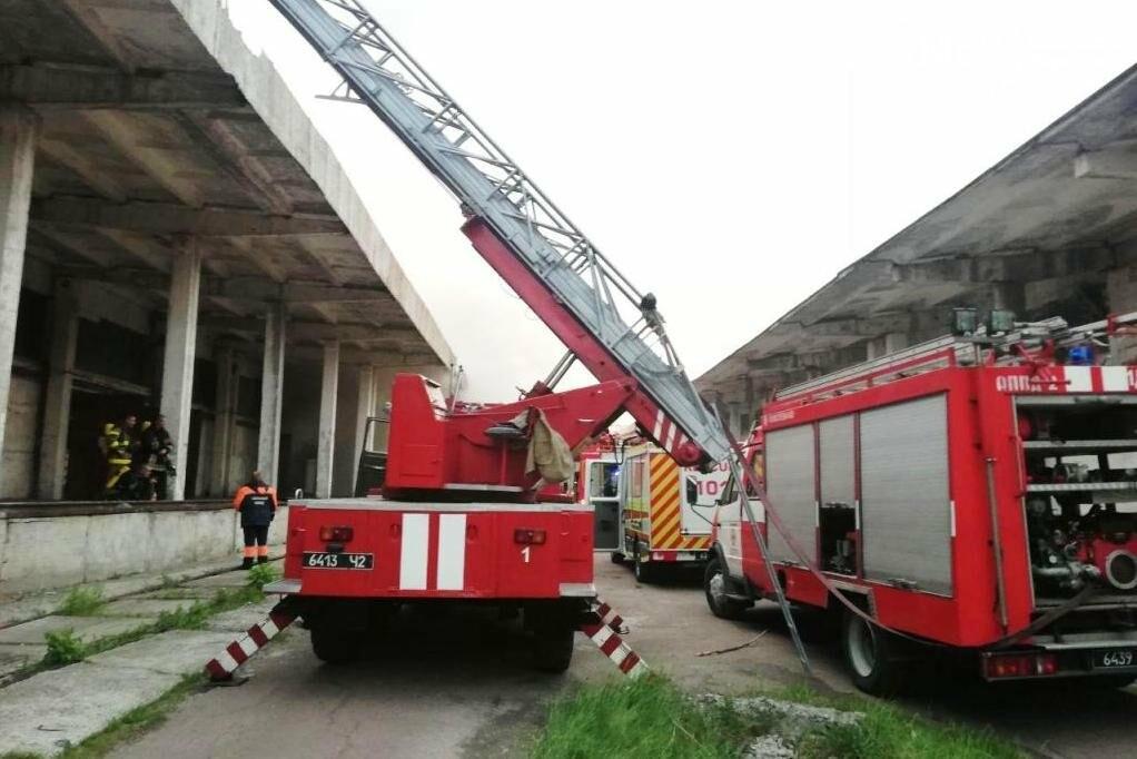 У Чернігові сьогодні горіли склади на Масанах, фото-3