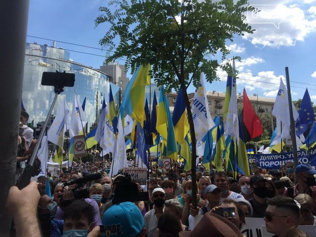 10 тисяч людей вийшли під Печерський суд підтримати Порошенка, фото-1