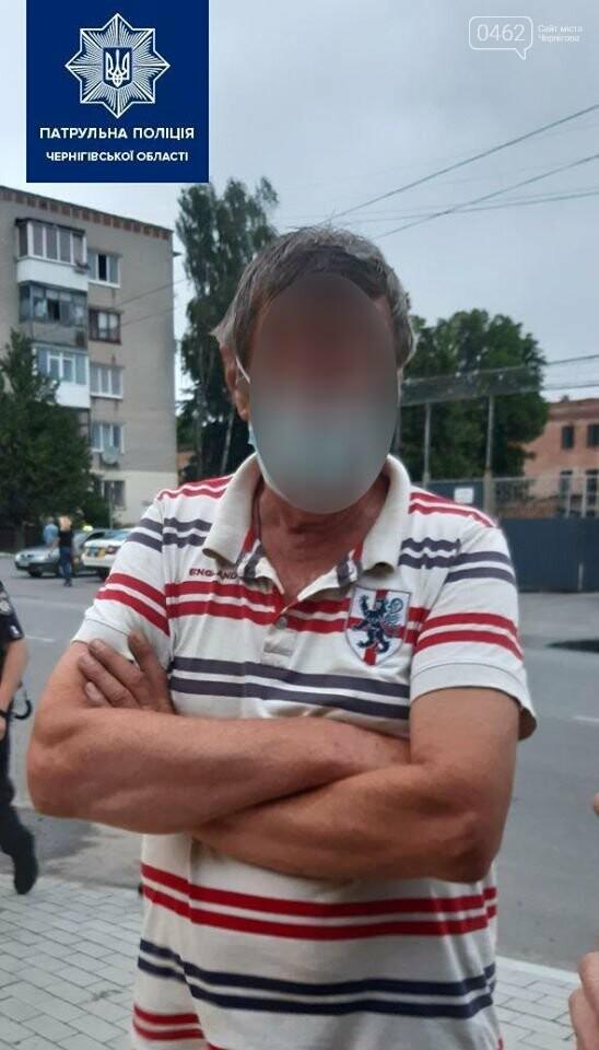Святкував день народження – потрапив у ДТП. У Чернігові п'яний пенсіонер врізався в дерево, фото-1