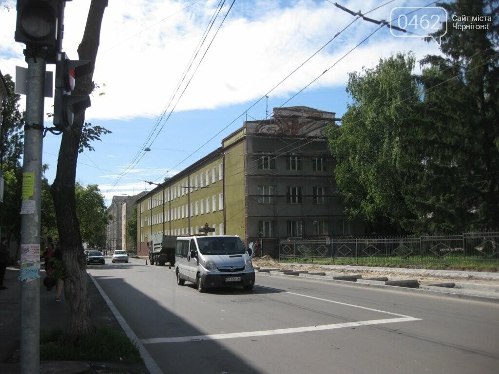 Замість спиляних у центрі Чернігова лип мер пообіцяв висадити 5-річні дерева, фото-1