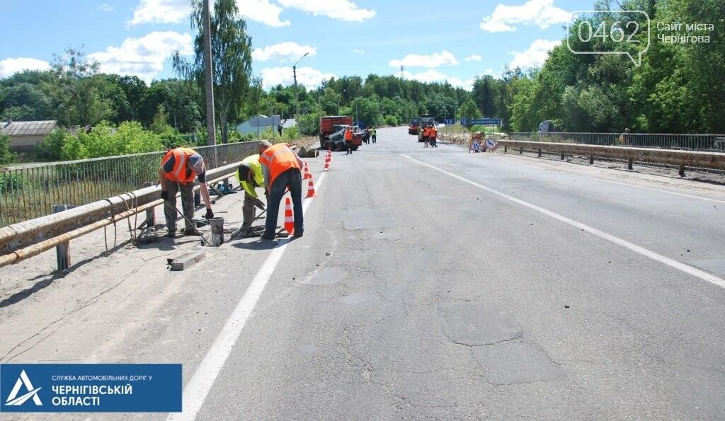 У Ріпкинському районі ремонтують дорогу ремонтують білоруси, а міст – чернігівці, фото-4