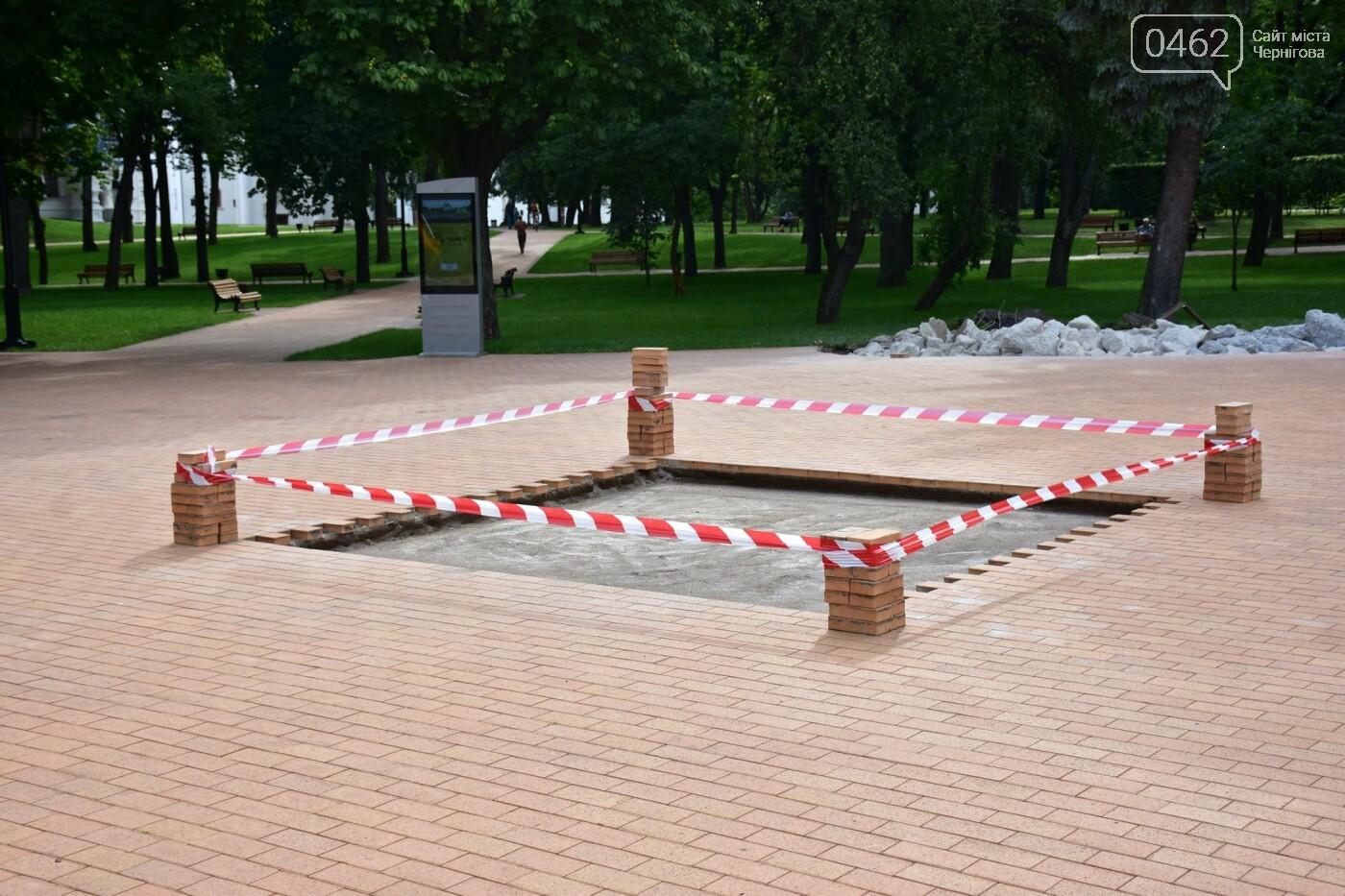 Площу навпроти Інституту історії вже готують для встановлення бронзового макету Чернігова та скульптур, фото-1