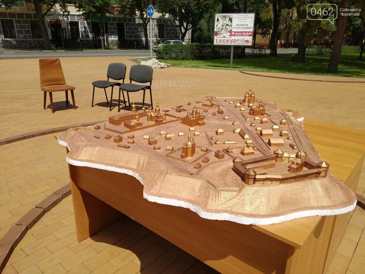 Площу навпроти Інституту історії вже готують для встановлення бронзового макету Чернігова та скульптур, фото-5