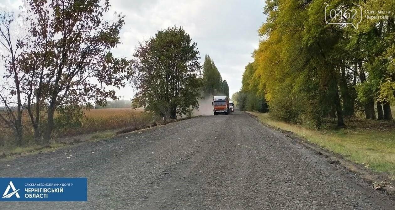 У Чернігівській області почали знімати старий асфальт на дорозі Т-25-27, фото-1