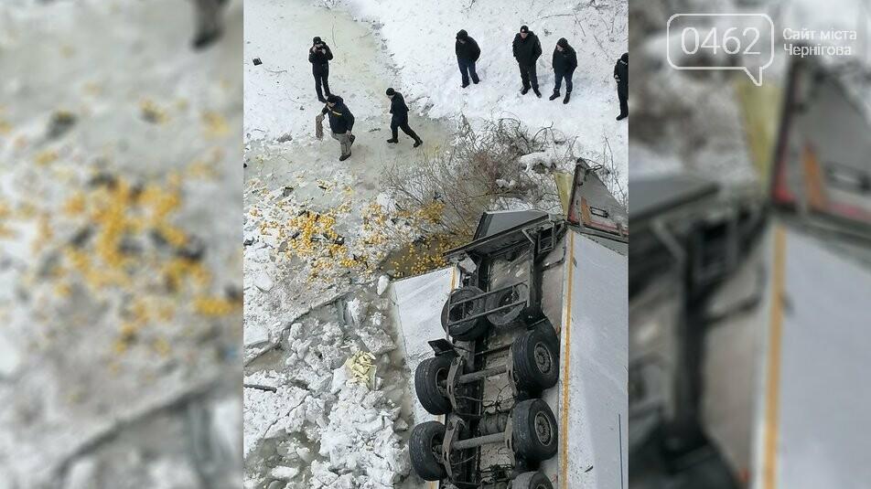 Фура впала у Десну поблизу Чернігова, фото-2