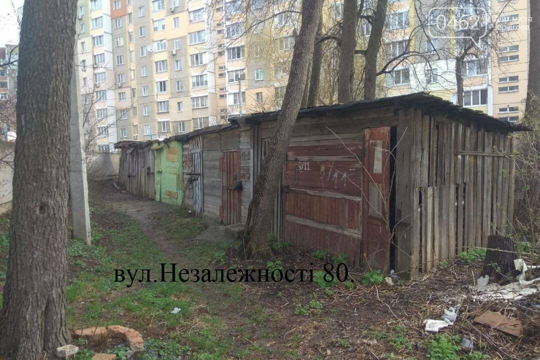 Незаконні гаражі та сараї продовжують прибирати з дворів Чернігова. У новому списку – 25 споруд, фото-1