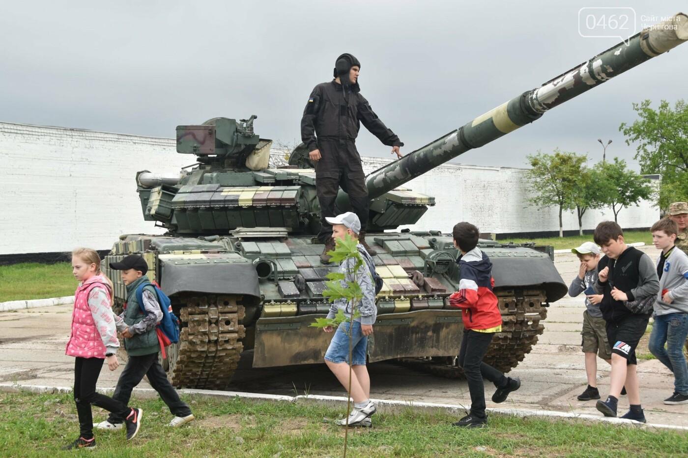 Як стати танкістом. Чернігівським дітям військові показали свою роботу і побут, фото-2