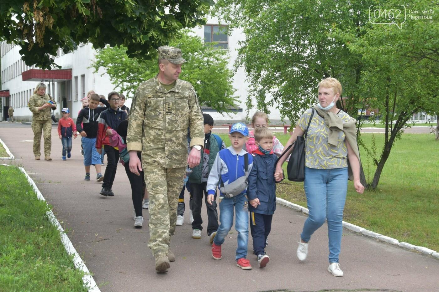 Як стати танкістом. Чернігівським дітям військові показали свою роботу і побут, фото-1
