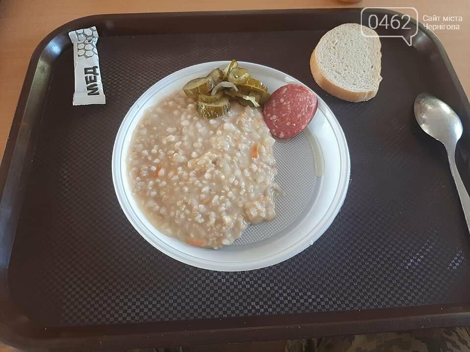 Чим годують чернігівських військових. Неапетитні фото з армійської їдальні обурили суспільство, фото-2