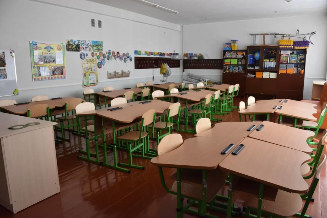 У чернігівські школи завезли нові парти для першачків, фото-2