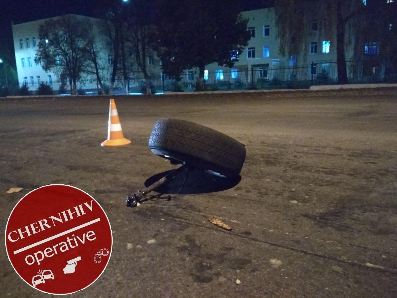 Сбегая от полиции потерял колесо: в Чернигове очередное ДТП, фото-10