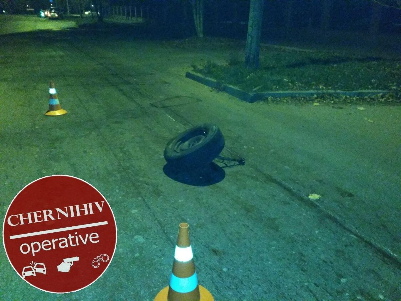 Сбегая от полиции потерял колесо: в Чернигове очередное ДТП, фото-12