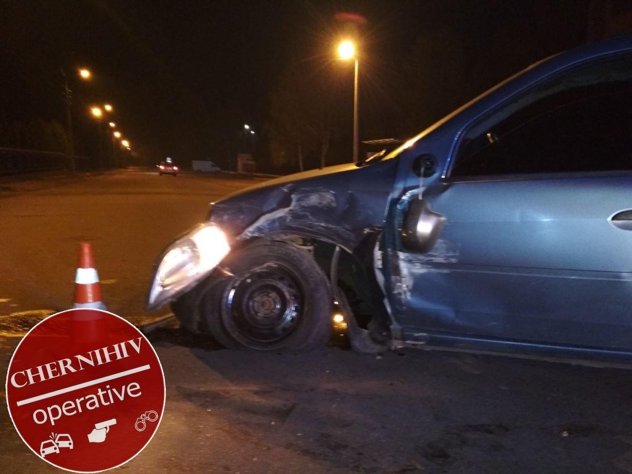 Сбегая от полиции потерял колесо: в Чернигове очередное ДТП, фото-14