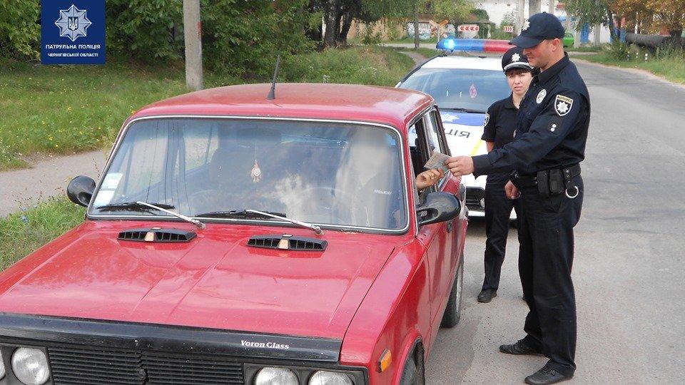 """Попытался """"порешать"""": в Чернигове водитель предложил патрульному взятку, фото-1"""