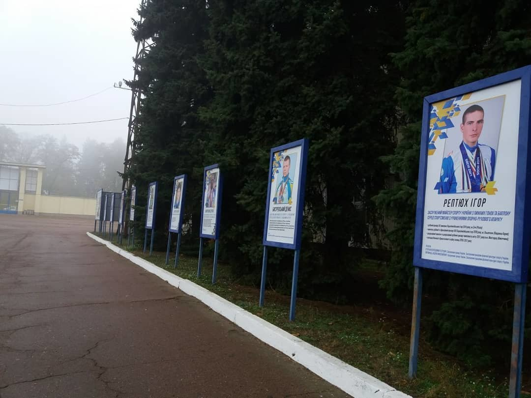 На стадіоні ім. Гагаріна оновили алею спортивних героїв Чернігівщини, фото-1