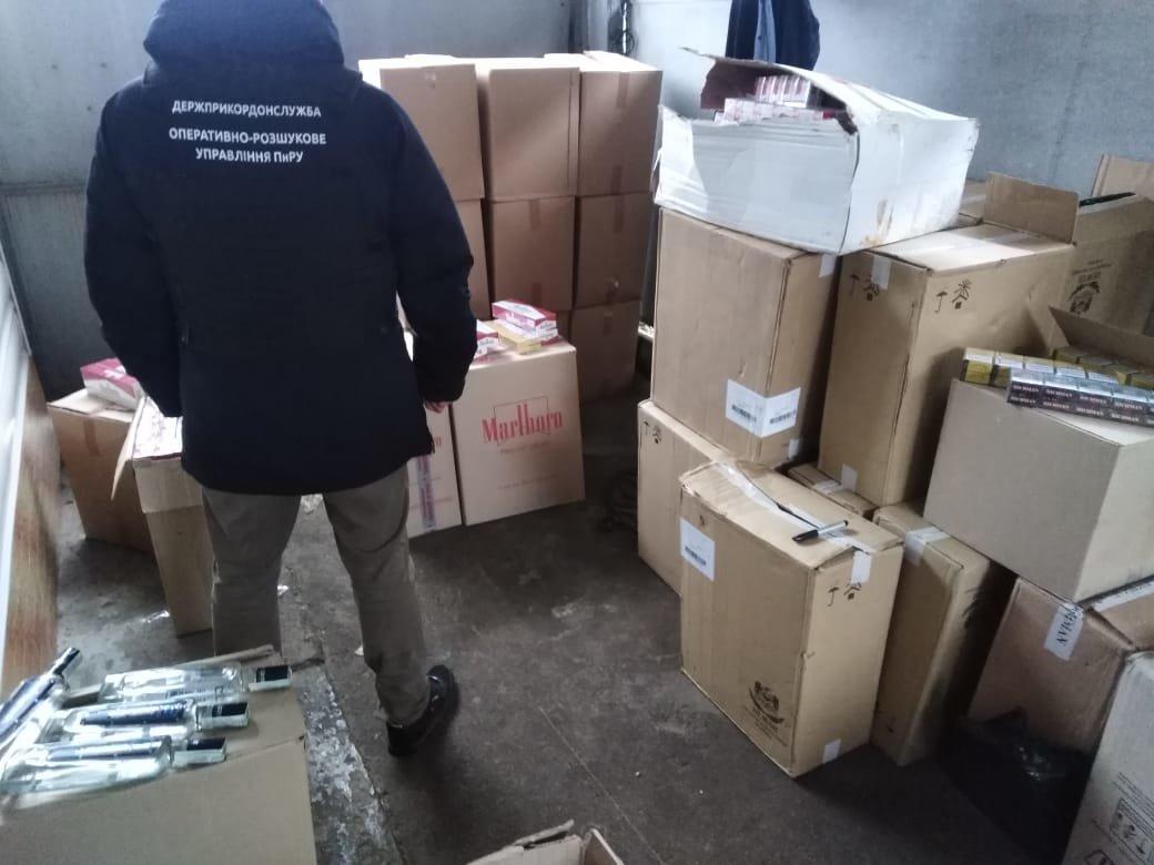 На Черниговщине нашли более 100 ящиков контрафактных сигарет, фото-1
