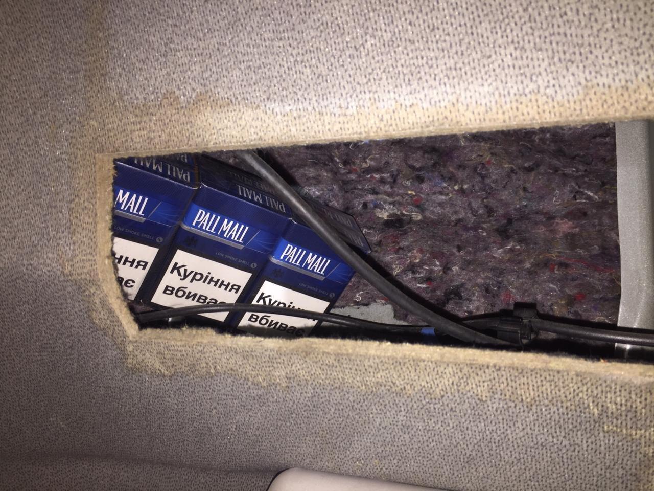 Латвиец пытался провезти через Черниговщину больше 1000 нелегальных пачек сигарет, фото-1