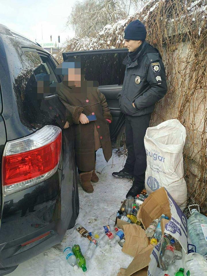 На Чернігівщині жінка з джипу продавала самогон: вона заплатить штраф, фото-1