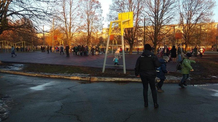 """Вибухівку в """"замінованих"""" школах Чернігова не знайшли, фото-3"""