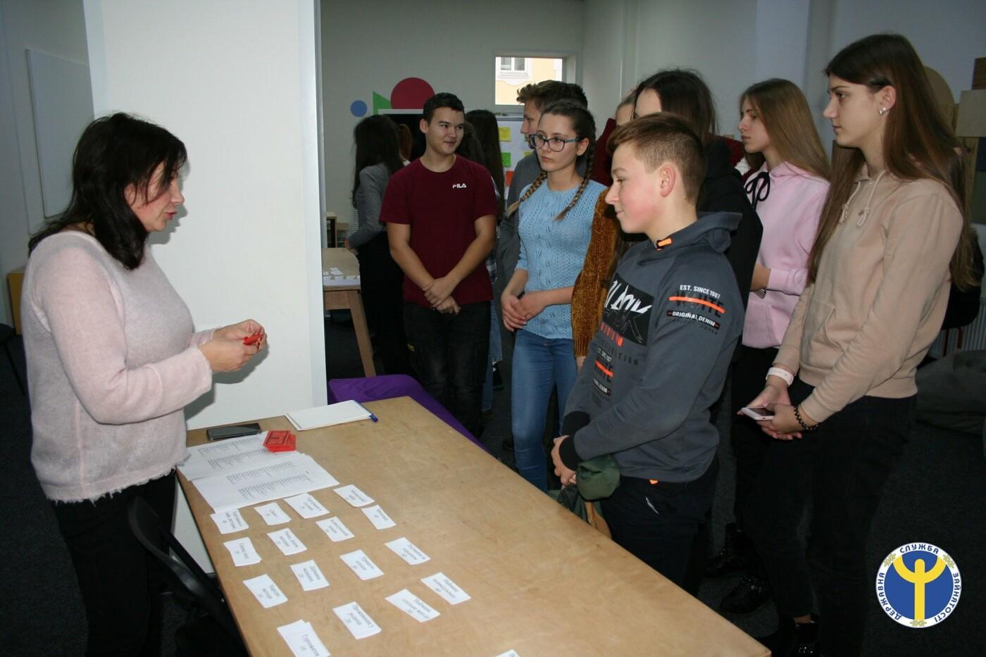 Чернігівські десятикласники зіграли в «Ринок праці», фото-1