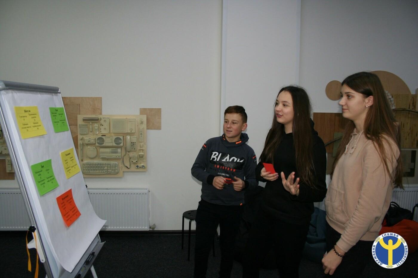 Чернігівські десятикласники зіграли в «Ринок праці», фото-4