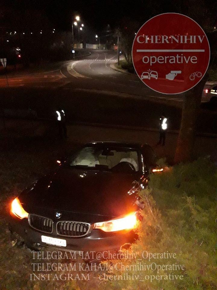 BMW влетіло у чернігівський Вал, фото-1