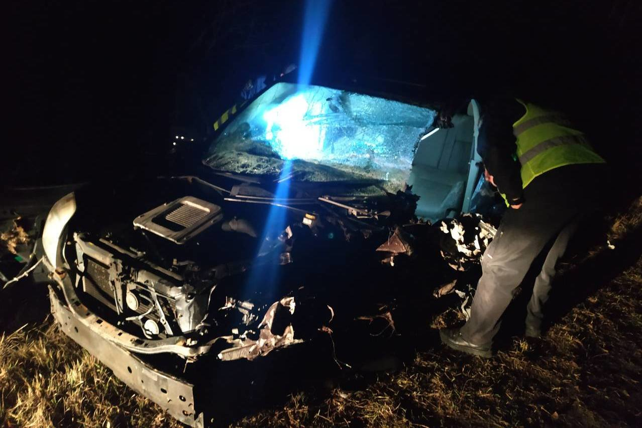 Разбитые вдребезги авто и смерть водителя: на Черниговщине очередное ДТП, фото-1