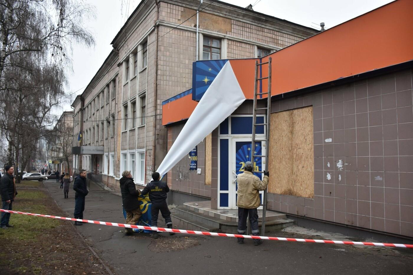 У Чернігові почали демонтаж реклами гральних закладів, фото-6