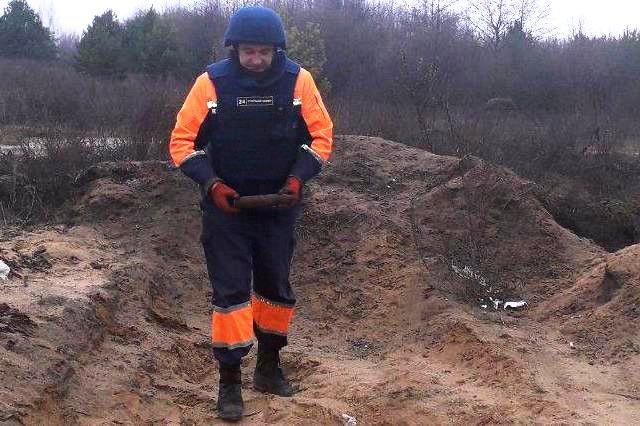 Мина в лесополосе и снаряд на открытой местности: спасатели Черниговщины уничтожили находки, фото-3