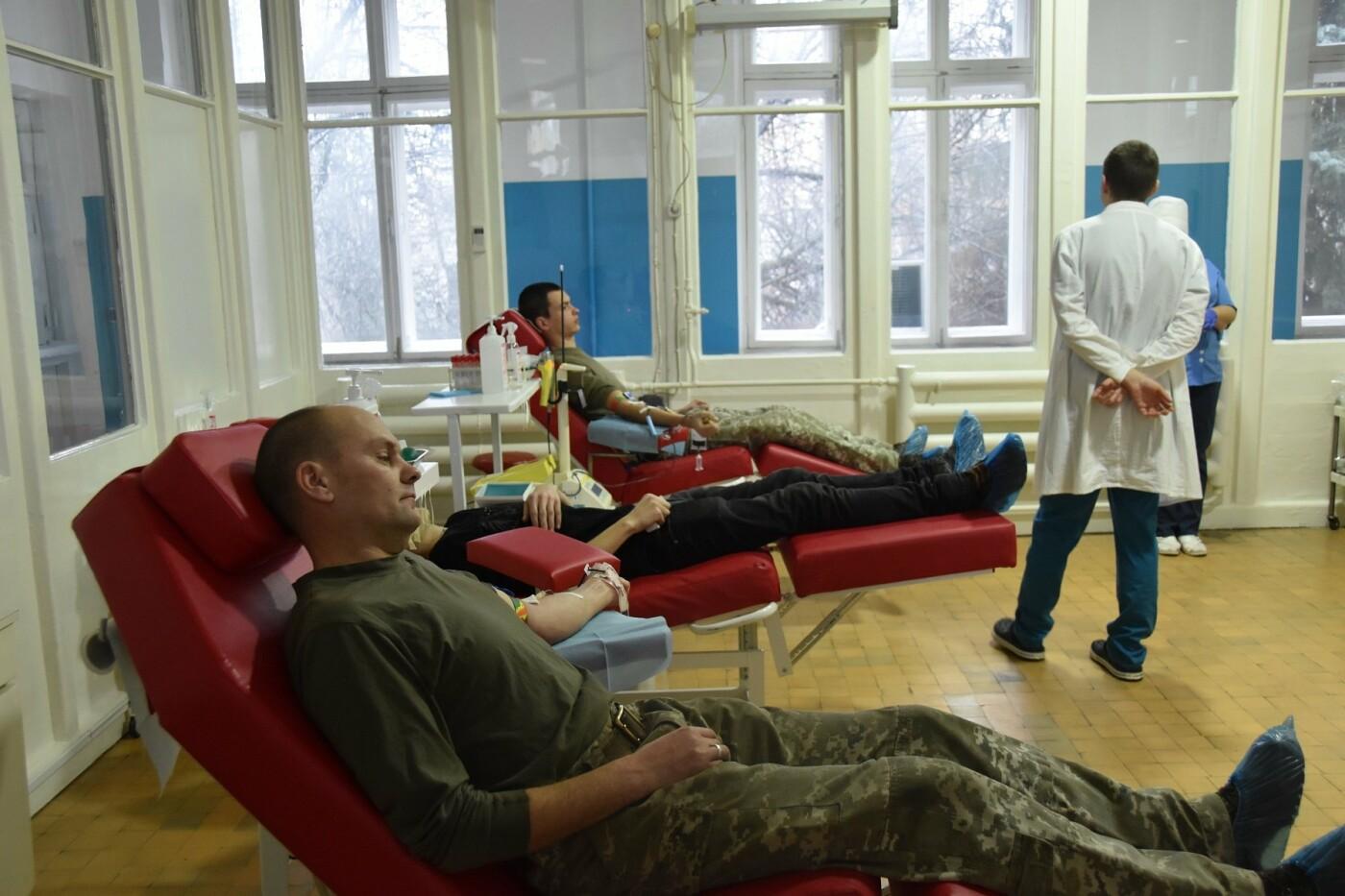 Брати по крові: чернігівські військові стали донорами, фото-1