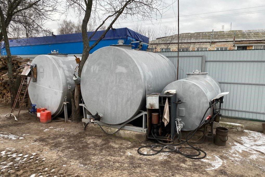"""""""Онлайн-заправка"""": житель Черниговщины оборудовал АЗС у себя во дворе, фото-2"""