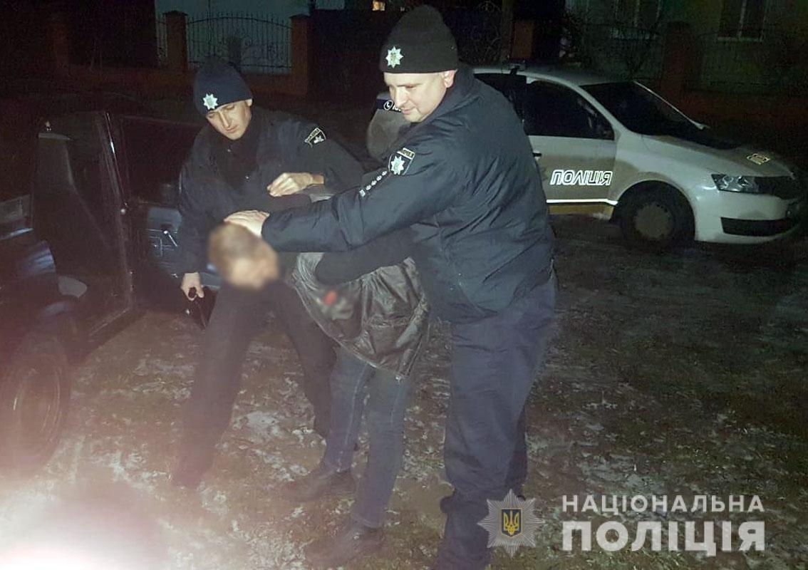 Полицейские Черниговщины спасли мужчину с ножевым ранением живота, фото-1