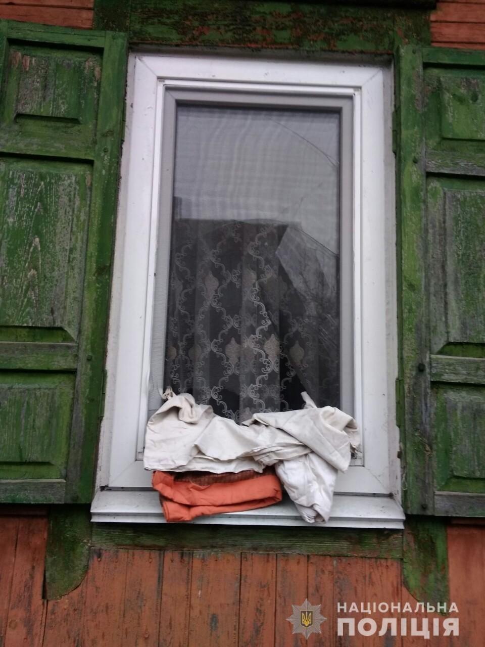 Ни смотря ни на что: на Черниговщине полицейский охраны задержал ранившего его ножом мужчину, фото-3