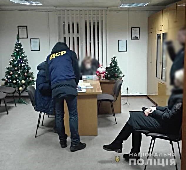 Посередник не допоміг: начальницю управління одного з ОТГ Чернігівщини спіймали на хабарі, фото-1