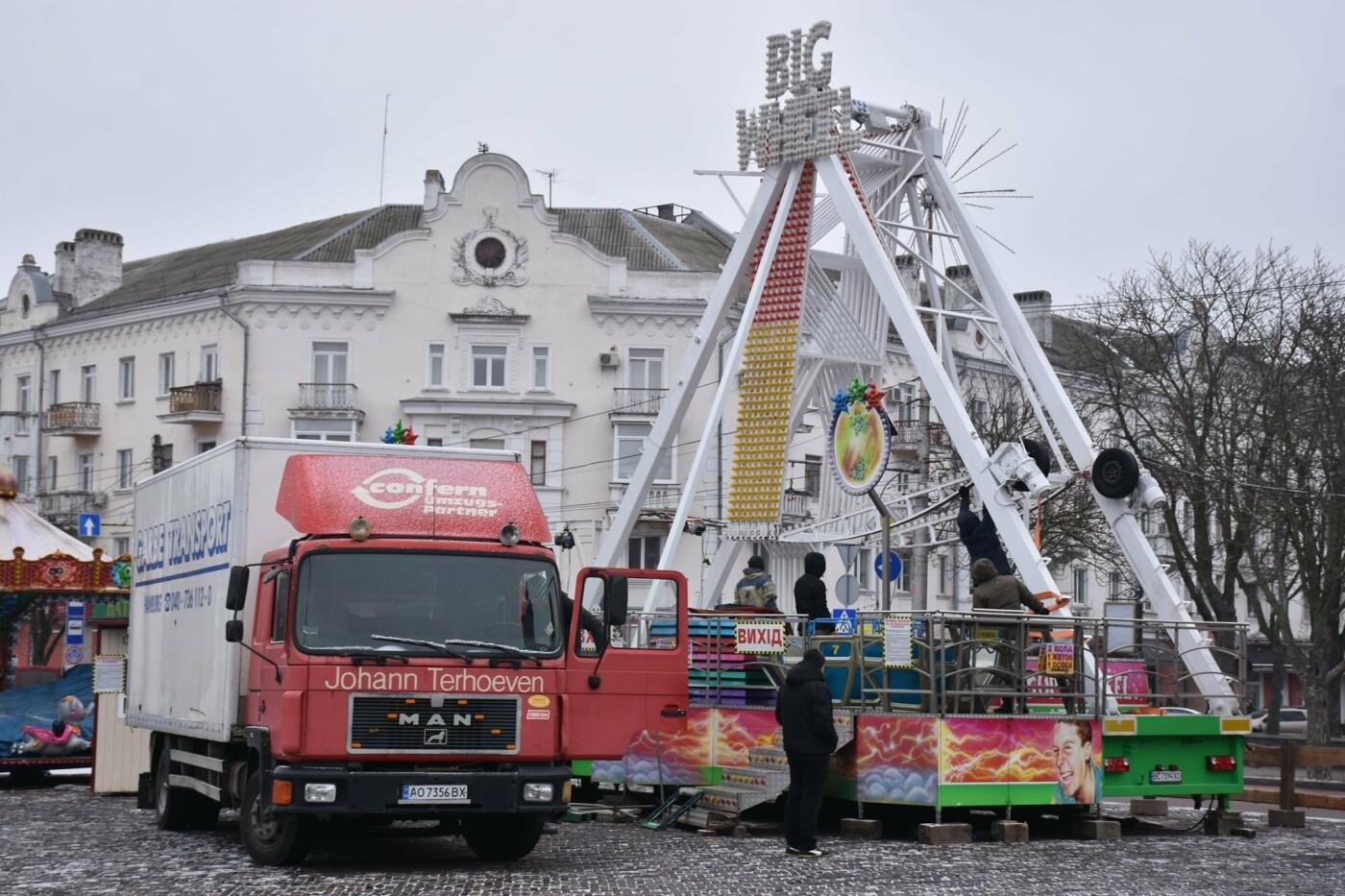 Святкове містечко на Красній площі почали розбирати, фото-1