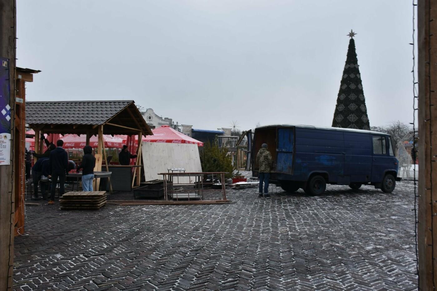 Святкове містечко на Красній площі почали розбирати, фото-8