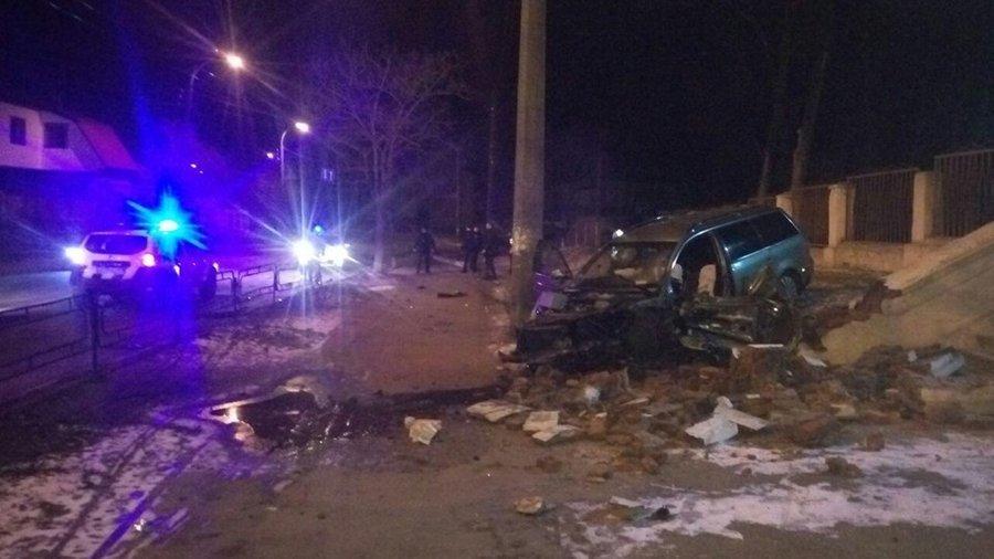 П'яний водій збив дерево, електроопору та в'їхав у сходи чернігівської школи №13, фото-4