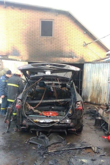 Пожежа в гаражі: на Чернігівщині згорів автомобіль, фото-1