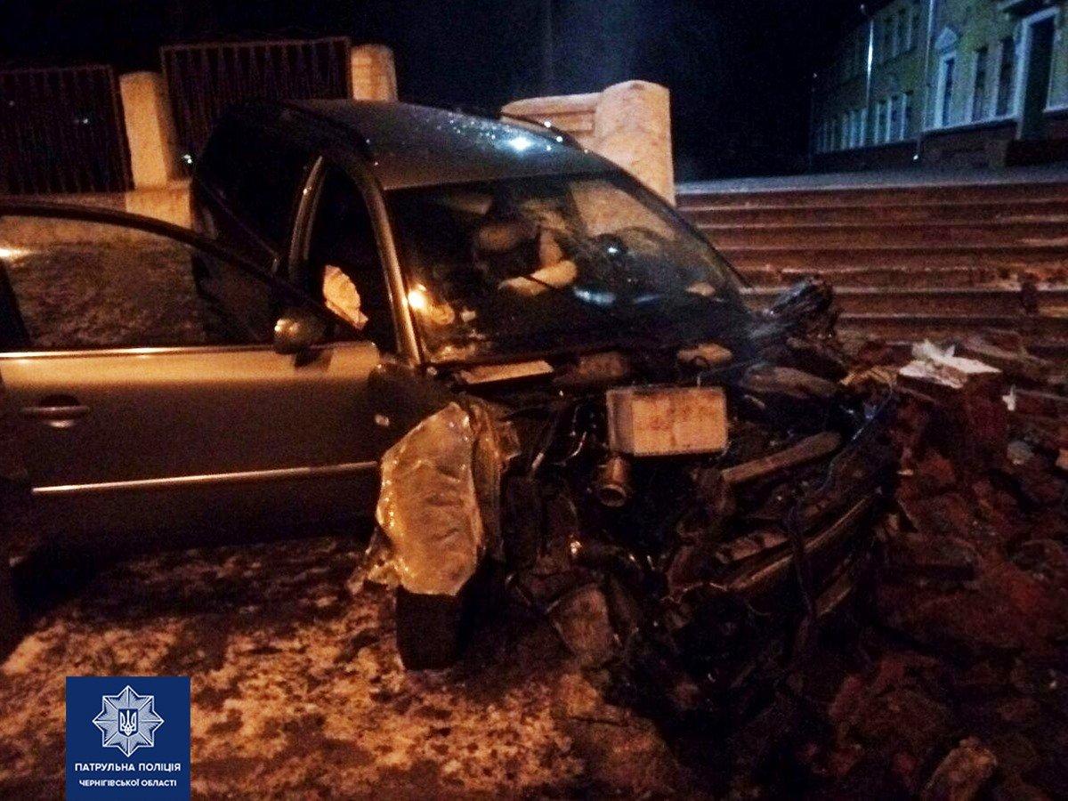 П'яний водій, що в'їхав у сходи біля чернігівської школи, відновить їх за власний рахунок, фото-2
