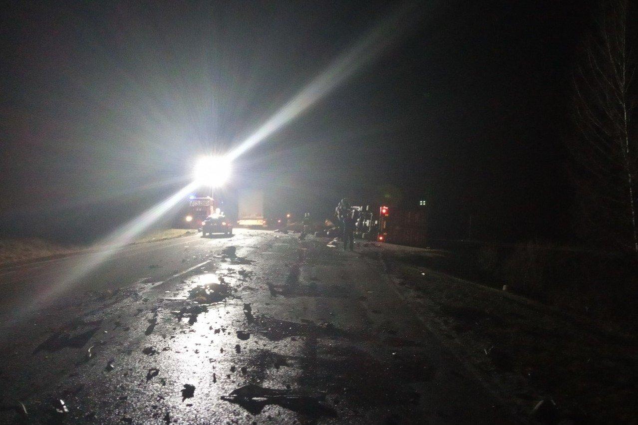 Один водій загинув на місці, другий помер у лікарні: зіткнення вантажівок на Чернігівщині, фото-4